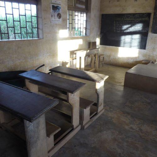 Akonolinga-Kamerun-Schulbebaeude-Klassenraum-002