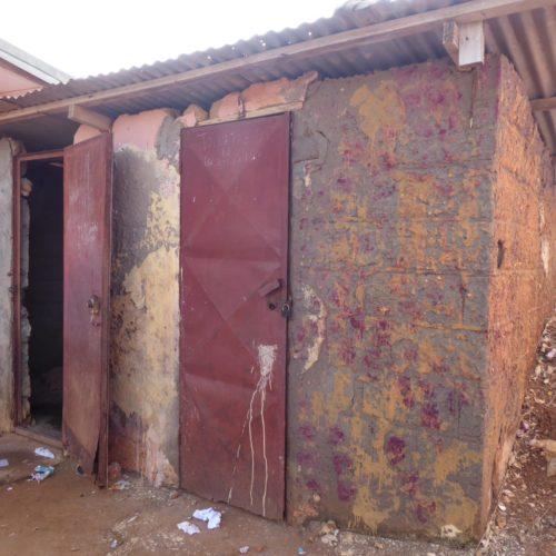 Akonolinga-Kamerun-Schule-Toiletten