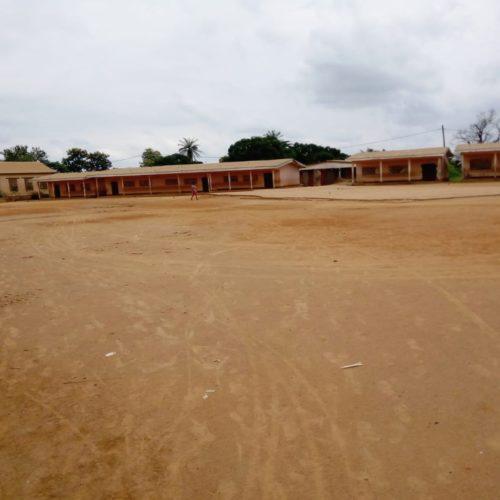 Akonolinga-Kamerun-Schulhof-Gelaende-zur-Gestaltung-der-Oekoschule